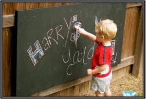 backyard-blackboard-home-decor-ideas
