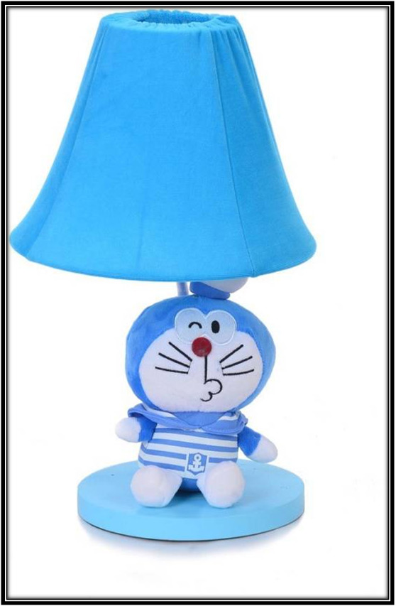 A Small Table Lamp With Cat Home Decor Ideas