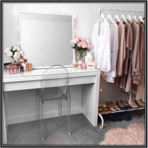 A Nice Dressing Table Guest Room Decor Ideas Home Decor Ideas